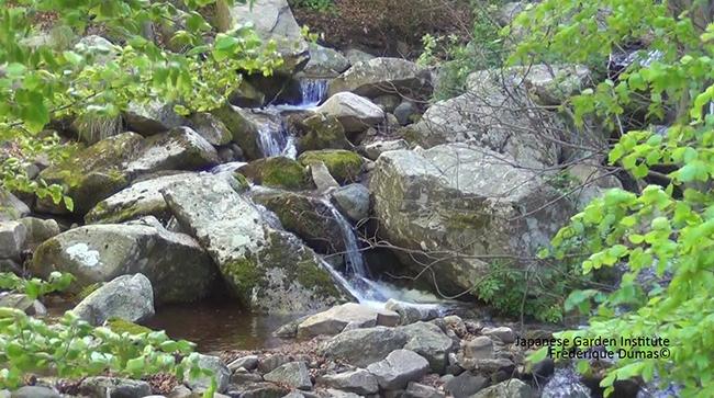 Stage création de jardins japonais - cascade et ruisseau - Frederique Dumas www.japanese-garden-institute.com www.frederique-dumas.com
